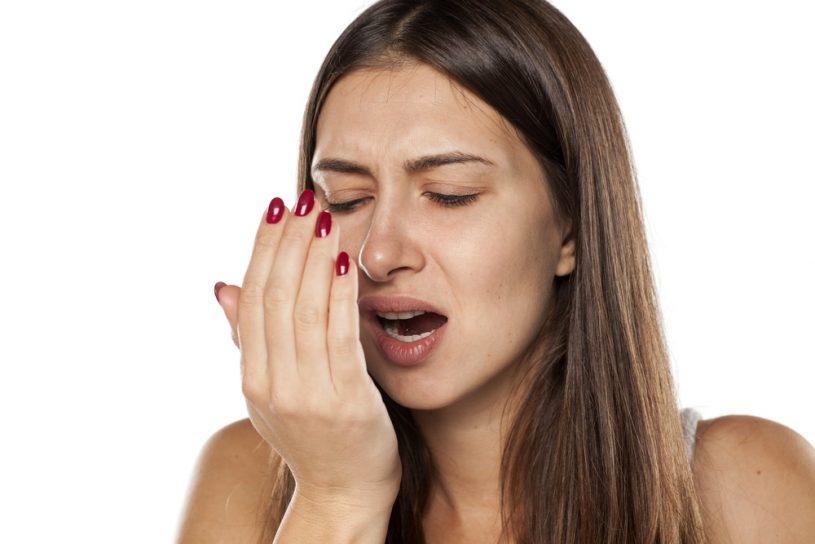La halitosis puede controlarse con ciertas medidas de higiene.
