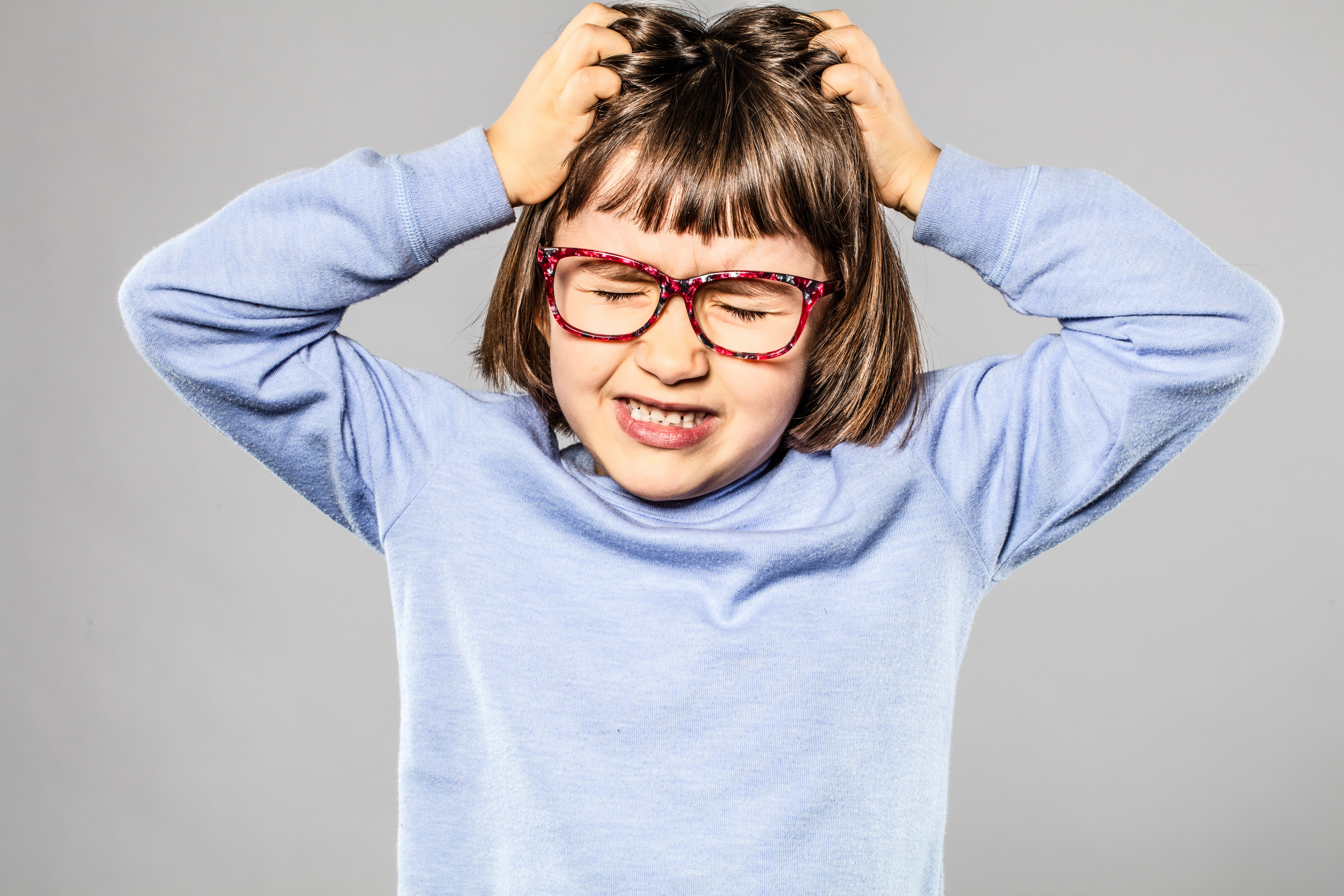 Los piojos no saltan ni vuelan y suelen preferir el pelo limpio.