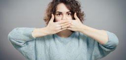 La halitosis tiene su origen en una ineficiente higiene bucal.