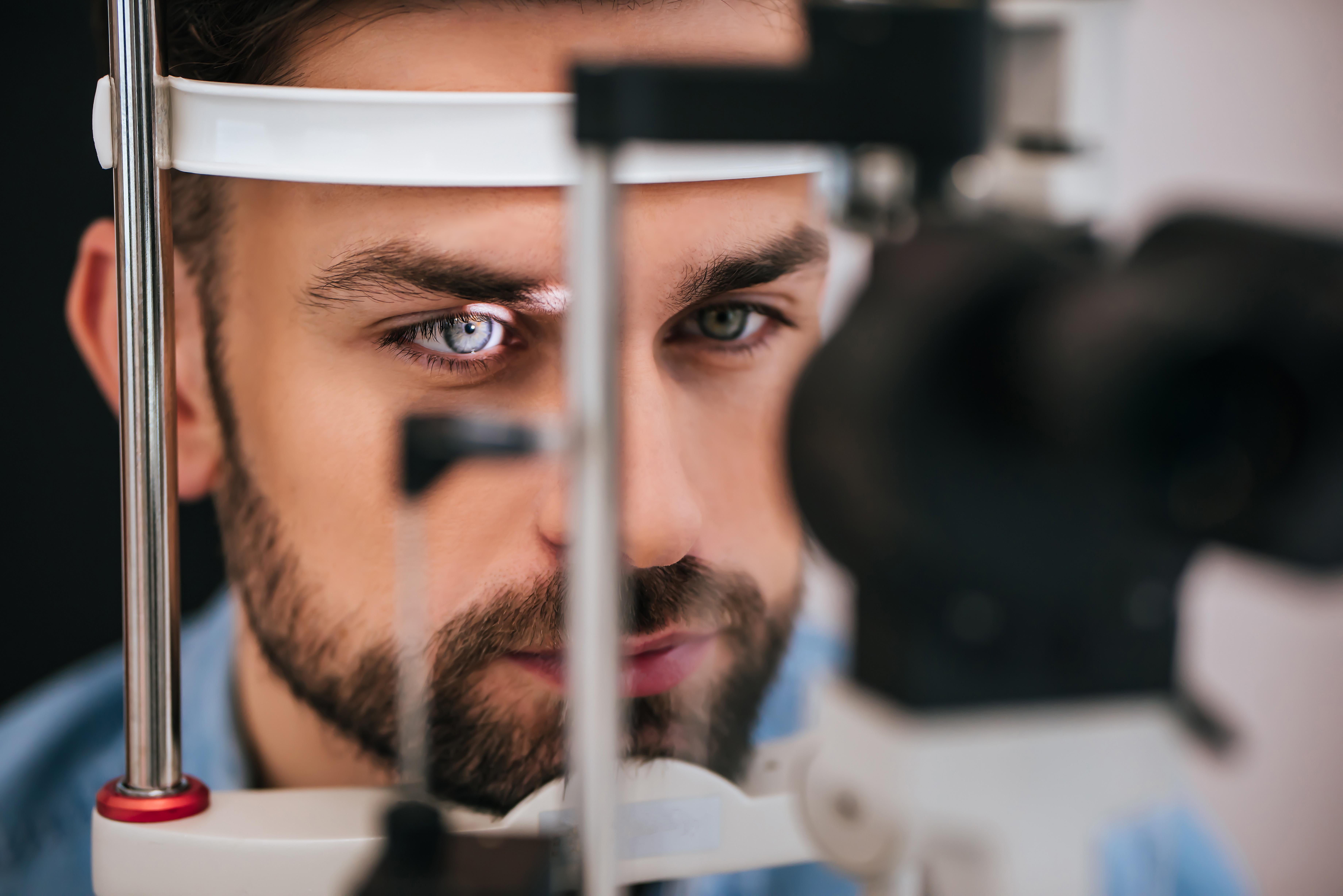 Actualmente, la retinosis pigmentaria no tiene cura.