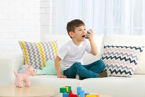 El asma en niños puede variar a lo largo del año.