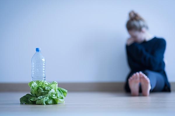 La anorexia no tiene una causa concreta, sino que confluyen varios factores. CinfaSalud