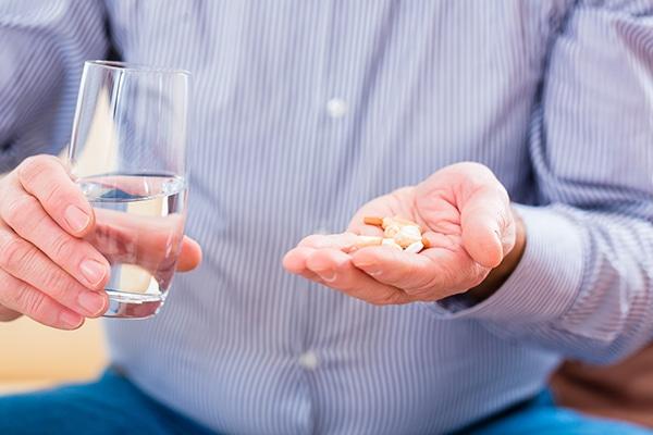 Los medicamentos se dispensan en las farmacias.. CinfaSalud