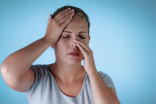 Hemorragia nasal causa dolor de cabeza