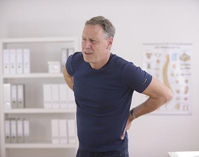 La hernia discal produce dolor u hormigueos.