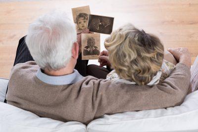 Cuidar a una persona con Alzheimer supone estar atento 24 horas al día.