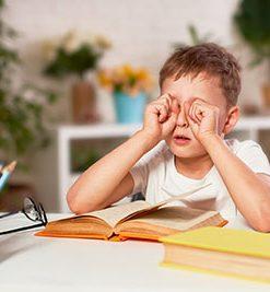 ¿Qué signos indican que mi hijo tiene algún problema de visión?
