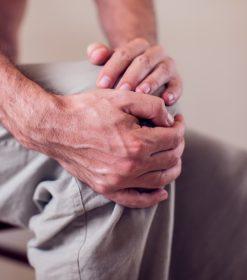 ¿Qué síntomas distinguen artrosis y artritis?