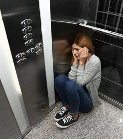 ¿Qué causa la claustrofobia?