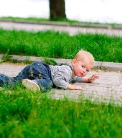 Si un bebé menor de tres meses se golpea la cabeza, es mejor que lo vea el médico.