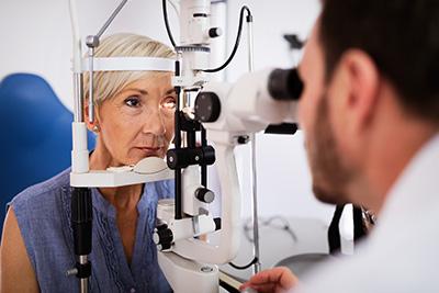 Para combatir la DMAE son importantes los controles oculares.