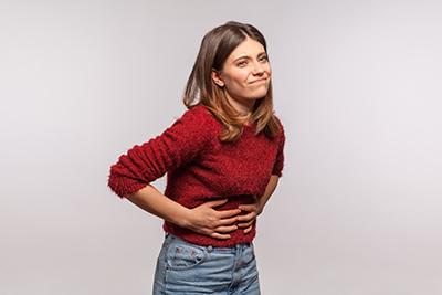 La dispepsia puede producir dolor en la parte superior del abdomen.