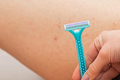 Una posible causa de los golondrinos son los productos de depilación.