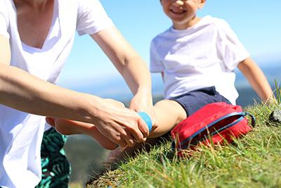 El botiquín infantil debe incluir material sanitario y medicamentos.