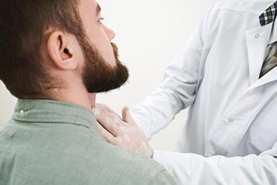 La linfadenopatía por sí misma no requiere de un tratamiento específico.