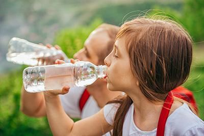 ¿Cómo prevenir la deshidratación?