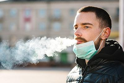 Los hombres fumadores tienen más probabilidad de sufrir un neumotórax.