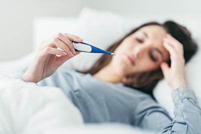 El síntoma principal de la brucelosis es la fiebre.
